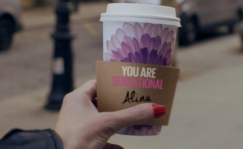 Video Personalisierung mit Maybelline New York You are Sensational Text Individualisierung auf Kaffeebecher