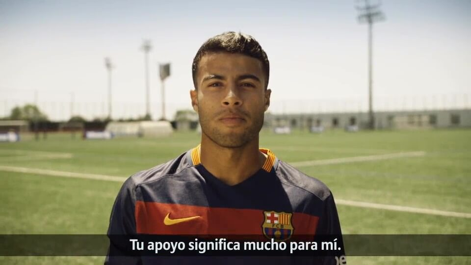 Fan Aktion von Allianz und FC Barcelona Rafinha spanisch mit DDD Hamburg