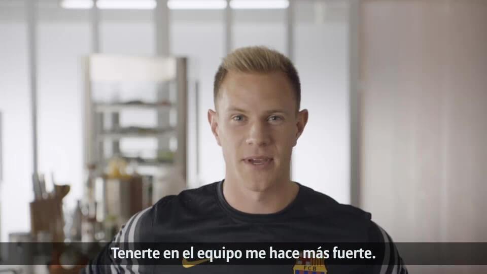 Fan Aktion von Allianz und FC Barcelona Ter Stegen spanisch mit DDD Hamburg